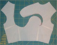 Curved lines in a pattern for a simple top -- how to make a pattern with curved seams- or any different seams for that matter from another pattern Draping Techniques, Techniques Couture, Sewing Techniques, Dress Sewing Patterns, Clothing Patterns, Skirt Patterns, Coat Patterns, Blouse Patterns, Sewing Hacks
