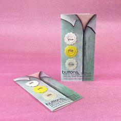 Handgemaakte knoop van plastic doppen witgeel door PouBelleDesign