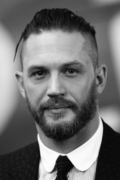 Tom Hardy attends the world premiere of 'Dunkirk' at Odeon Leicester Square on July 13 2017 in London England Tom Hardy Beard, Tom Hardy Haircut, Tom Hardy Actor, Tom Hardy Hot, Buzz Cut Hairstyles, Poses For Men, Portraits, Haircuts For Men, Perfect Man
