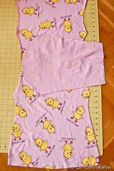 4 EN LA CARRETERA. Handmade: TUTORIAL: COSER UN PIJAMA RÁPIDO SIN PATRÓN Dress Anak, Pajama Pattern, Sewing Pants, Baby Sewing, Sewing Diy, Kids Pajamas, Diy Clothing, Sewing Tutorials, Baby Dress