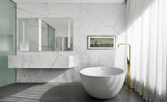 White marble bathroom in an apartment at Francesc Macia 10 by Marcio Kogan