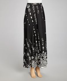 Fashionably fresh with a splash of free-spirited style, this skirt embodies effortless elegance. With its long-and-lean maxi silhouette and eye-catching print, it's loaded with romantic charm yet is versatile enough for any occasion.