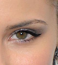 How To Wear Silver Eyeshadow Like a pro...this is simple & easy to duplicate!