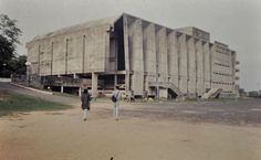 Here are some photos of the Tagore Memorial Hall in Ahmedabad, India by Balkrishna V. Doshi, Photographs are by nicholas iyadurai. Built Environment, Less Is More, Retro Futurism, Ahmedabad, Brutalist, View Image, Modern Architecture, Facade, Concrete