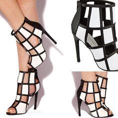 Porque el blanco y el negro jamás pasarán de moda con Stilettos. #MeGusta