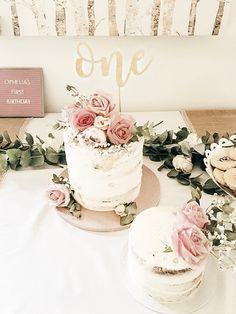 Flower naked cake flower birthday birthday - First Birthday Girl 1st Birthday Cake For Girls, Birthday Cake With Flowers, Baby Birthday, Birthday Ideas, Cake Flowers, Birthday Photos, Deco Baby Shower, Girl Shower, Naked Cake