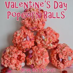 Are you looking for some festive treats to make this Valentine's Day? This one looks super cute and delicious!Head over to Mom on Timeout to see how to make these Valentine's Day Popcorn Balls! My Funny Valentine, Valentines Day Desserts, Valentine Treats, Holiday Treats, Holiday Recipes, Holiday Fun, Valentine Recipes, Kids Valentines, Holiday Foods