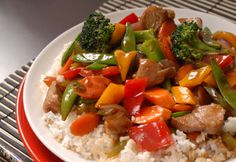 Asian pork stir-fry via MyFamily. Halal Chinese Food, Chinese Food Take Out, Healthy Menu, Healthy Eating, Healthy Recipes, Healthy Kids, Drink Recipes, Chinese Food Delivery, Traditional Chinese Food