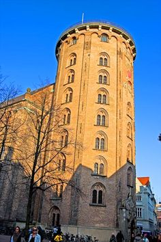 Rundetaarn, Rundetårn or Round Tower was built in 1642 as part of a 3-in-1 facility for Copenhagen University: Observatory (Round Tower), church for the students (Trinitatis Church) and university library on the upper level above the church.