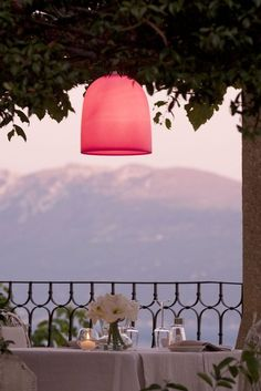 Auf einem Hügel in der Lombardei : das romantische Hotel Villa Arcadio Hotel & Resort. Salo, Italien
