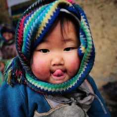 Children love seeing other children, what they dress like, how they play, ect! This would be another great visual thinking prompt, it too is part of photos of eyes of children around the world (location not specified)