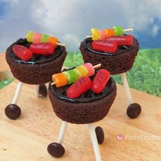 brownie outdoor grill, brownie grill bites, BBQ brownie grill with candy hot dog… – Fun Food for Kids! Bbq Desserts, Cute Desserts, Dessert Recipes, Dessert For Bbq, Holiday Desserts, Yummy Treats, Sweet Treats, Good Food, Yummy Food