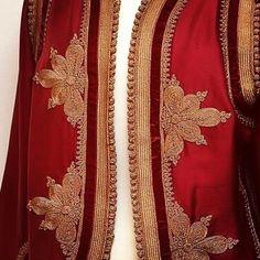 Morrocan Kaftan, Moroccan Dress, Dress Neck Designs, Blouse Designs, Embroidered Jacket, Button Crafts, Motifs, Fashion Details, Hijab Fashion