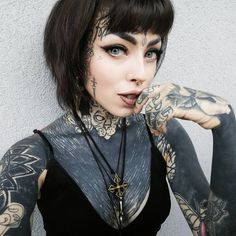65 + Unexpected Unique Face Tattoo Designs & Ideas - Enjoy Yourself - black is beautiful Facial Tattoos, Hot Tattoos, Pretty Tattoos, Beautiful Tattoos, Black Tattoos, Body Art Tattoos, Girl Tattoos, Sexy Tattoo Girls, Portrait Tattoos