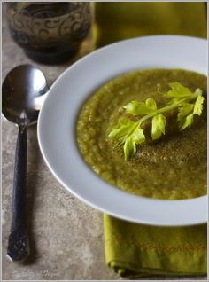 Thyme: Curried Celery and Leek Soup.and a Chapter Celery Soup, Leek Soup, Healthy Eating Recipes, Vegetarian Recipes, Cooking Recipes, Chili Soup, Soups And Stews, No Cook Meals, Food For Thought