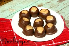 Buckeyes {Recipe} the perfect combination of peanut butter and chocolate! #recipe
