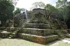 El observatorio astronomico mas antiguo conocido en el mundo maya, fechado para 85 a.c. en Uaxactun     Guatemala 2012