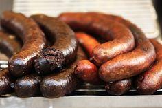 Kínáld a paradicsomos káposztát sült hússal, fasírttal vagy pörkölttel.