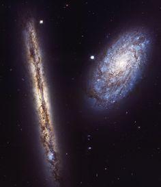 Precioso baile de galaxias retratado por el Hubble. Se trata de NGC 4302 y NGC 4298, y están a 55 millones de años luz de aquí. Alucinante. 