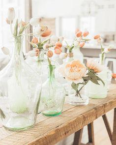 Spring decor ideas inspiration, sea glass vases with tulips, easter, mint   @ninaandcecilia Niña and Cecilia