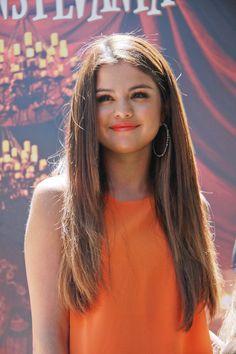 Selena Gomez Debuts New Look At 'Hotel Transylvania' Event