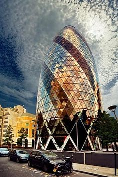 30 ST MARY AXE, LONDON  was designed by Norman Foster and Arup engineers, and was erected by Skanska in 2001–2003.
