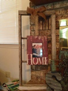 Dekoration Old window frame with new picture tied with burlap. How to Budget for Home Improvements H