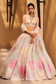 Party Wear Indian Dresses, Indian Bridal Outfits, Indian Fashion Dresses, Indian Designer Outfits, Bridal Dresses, Designer Dresses, Indian Bridal Lehenga, Floral Lehenga, Pink Lehenga