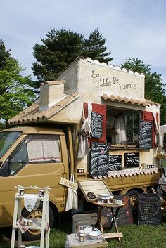 Love the Design of this Food Truck Mobile Cafe, Mobile Shop, Shop Truck, Car Shop, Truck Toppers, Mobile Food Trucks, Mobile Catering, Food Vans, Meals On Wheels