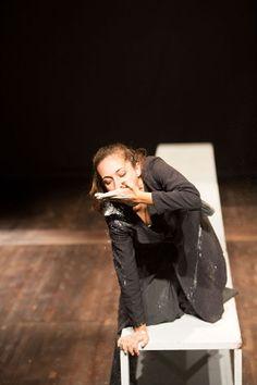 """Vincitore della sesta edizione di Stazioni d'Emergenza, lo spettacolo """"Madame Bovary"""" è di scena al teatro Galleria Toledo. Drammaturgia e regia Luciano Colavero, con Chiara Favero. #teatro #Napoli"""