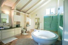 Master bath- Huge bathtub! vacation rental in LA