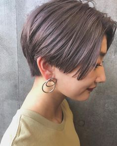 Pin by chebi on ショートヘア in 2019 Asian Short Hair, Short Hair With Bangs, Girl Short Hair, Short Hair Cuts, Shot Hair Styles, Long Hair Styles, Pixie Hairstyles, Cool Hairstyles, Pinterest Hair