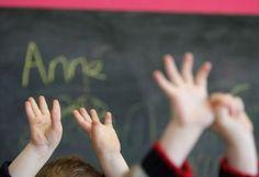 Майка от Бургаско спретна див екшън с ученик! Нахлу в школото му и... - http://novinite.eu/majka-ot-burgasko-spretna-div-ekshan-s-uchenik-nahlu-v-shkoloto-mu-i/