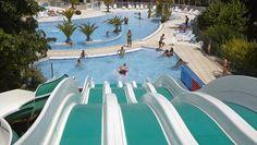 A Baden, le domaine Mané Guernehué, véritable hôtel de plein air 5 étoiles, vous accueille dans un parc de verdure de 20 ha. Vous serez charmés par le parc aquatique extérieur et ses toboggans, la véritable piscine couverte et chauffée, l'espace bien-être « Douc'heure du Golfe » avec sauna, hammam, jacuzzi, douches sensorielles - Golfe du Morbihan (56) France