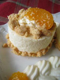Weißes Schokotörtchen mit Mandarinen