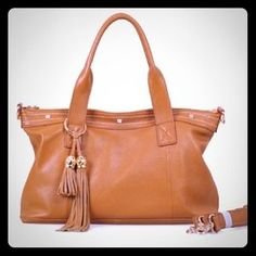 I just added this to my closet on Poshmark: Cuore and Pelle Amelia Bag. Price: $150 Size: OS
