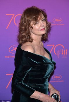 Susan Sarandon Photos - Susan Sarandon attends the Opening Gala dinner during the annual Cannes Film Festival at Palais des Festivals on May 2017 in Cannes, France. - Opening Gala Dinner Arrivals - The Annual Cannes Film Festival Susan Sarandon Hot, Salma Hayek Body, Female Movie Stars, Middle Aged Women, British Academy Film Awards, Palais Des Festivals, Gala Dinner, Kendall Jenner Outfits, Victoria Dress