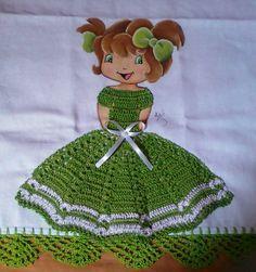 Oi meninas...     Vejam que lindas estas bonequinhas pintadas com roupas em crochê...   Cada uma mais linda que a outra, não é mesmo?      ...