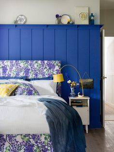 Traditional Bedroom by Occipinti Blue Bedroom, Bedroom Colors, Bedroom Wall, Colourful Bedroom, Bedroom Ideas, Blue Rooms, Colorful Decor, Tongue And Groove Panelling, Interior Decorating