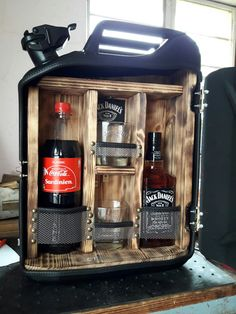 jack danials jerry can Alcohol Dispenser, Drink Dispenser, Jerry Can Mini Bar, Wood Projects, Projects To Try, Decoration Originale, Bars For Home, Man Cave, Diy Furniture