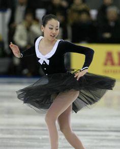 名古屋フィギュアスケートフェスティバルでエキシビションの演技を披露する浅田真央(中京大)(6日、愛知・日本ガイシアリー…