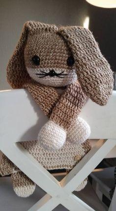 """Lappenpop uit het boek """"Gehaakte lappenpoppen"""" a la Sascha. Gemaakt door Ellen W."""