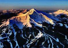 People come to Big Sky to live the outdoor life, but that's not all there is to this paradise outside Yellowstone. Check all Big Sky has to offer. Skiing In America, Moonlight Basin, Big Sky Resort, Transworld Snowboarding, Yellowstone Club, Big Sky Montana, Picnic Spot, Romantic Places, Beautiful Places
