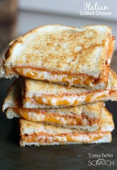 Italian Grilled Cheese Sandwiches are my favorite twist to a traditional grilled cheese sandwich They also make a great easy dinner - pizza Think Food, I Love Food, Good Food, Yummy Food, Comida Diy, Tacos, Grilled Cheese Recipes, Gourmet Grilled Cheeses, Soup And Sandwich