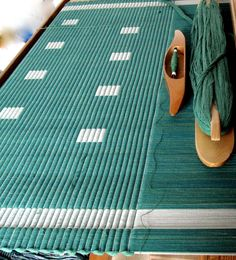 Creating cord fine warp, thick weft. A very nice weaving blog from Sweden. Lots of rugs but more.