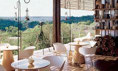 """Сафари-отель в Южной Африке http://www.admagazine.ru/inter/94184_safari-otel-v-yuzhnoy-afrike.php  Предупреждение """"не ходите, дети, в Африку гулять"""" больше не актуально. Приехав в южноафриканский отель Singita Lebombo Lodge, можно без риска для жизни увидеть 147 видов животных."""
