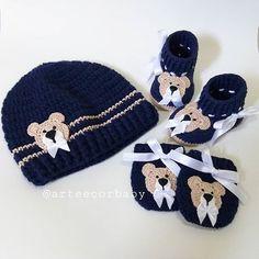Fofurices 💞💙#maede2 #kitinverno #gestante #maternidade #gravida #maedemenino #maedemenina #mundorosa #mundoazul #toucacroche #sapatinhobebe Crochet For Boys, Winter Hats, Beanie, Instagram, Fashion, Crochet Cap, Shoes, Colors, Art
