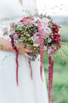Eine melancholische Herbst-Hochzeitsinspiration in Beerentönen @Christiane Cloete  http://www.hochzeitswahn.de/inspirationsideen/eine-melancholische-herbst-hochzeitsinspiration-in-beerentoenen/ #wedding #flowers #mariage