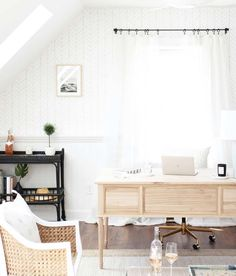 11 Stunning Home Offices With Feminine Desks. Big pretty work spaces that appeal to people looking for pretty desks. Small Home Office Furniture, Best Home Office Desk, Home Office Space, Home Office Design, Home Office Decor, Office Ideas, Feminine Office, Feminine Home Offices, Home Entrance Decor