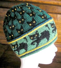 Free pattern http://www.ravelry.com/patterns/library/witch-cats-hat